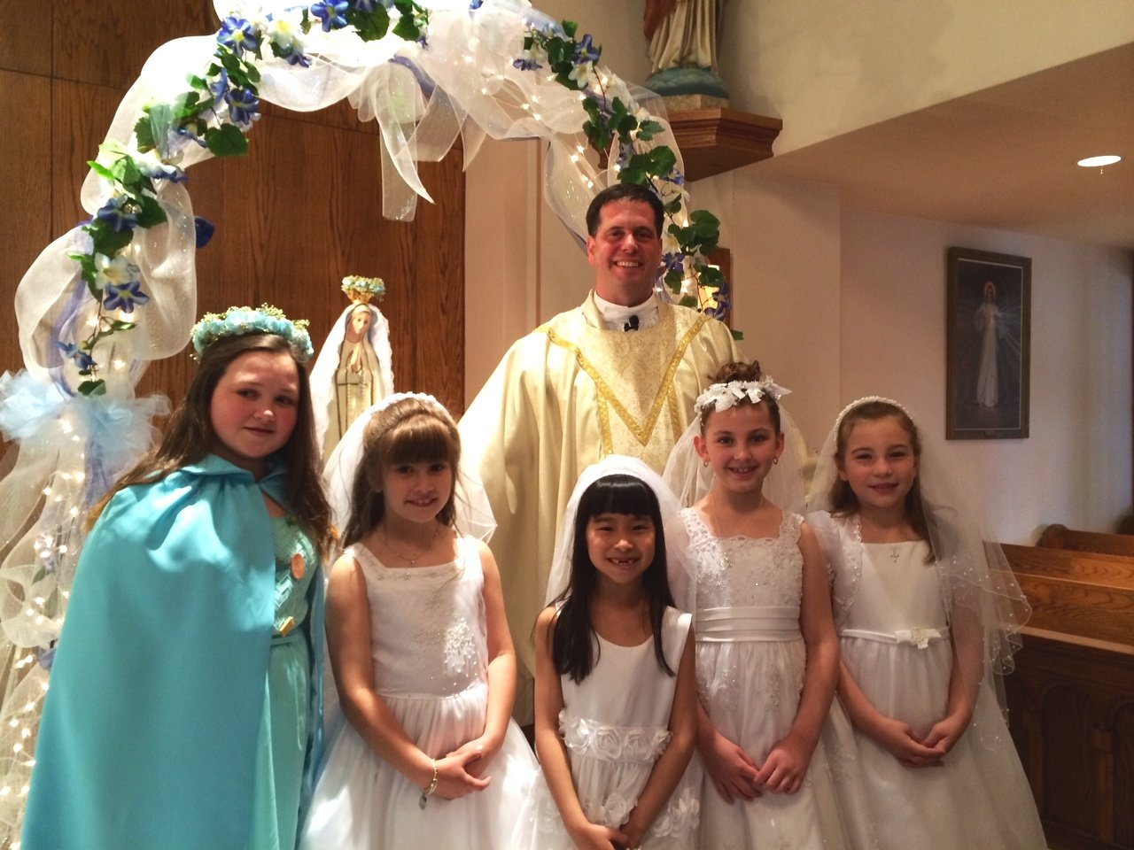 May crowning 2014 two